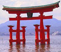 200px-Itsukushima_torii_angle